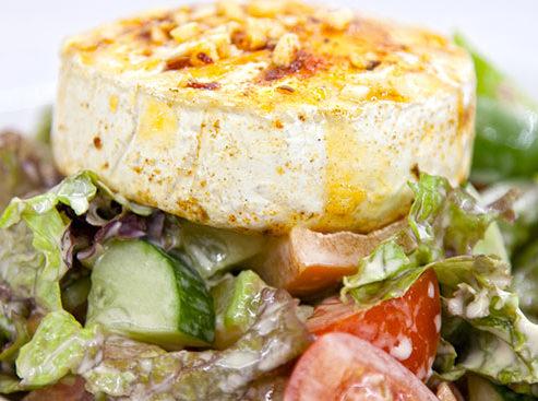 Salát s camembertem